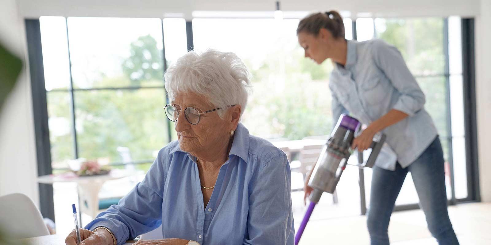 Employer une aide à domicile : les aides financières - Crédit Mutuel